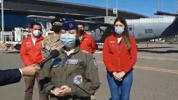 210221-02 FFAA APOYA BUSQUEDA DE TOMÁS EN LEBU (Capitán de Bandada (A) NicolSalas, comandante de la aeronave DHC-6 Twin Otter del Servicio Aerofotogramétrico (SAF) de la Fuerza Aérea de Chile) (1)